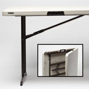 Folding Table / 6' Collapsible